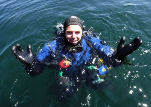 Glad svensk dykker
